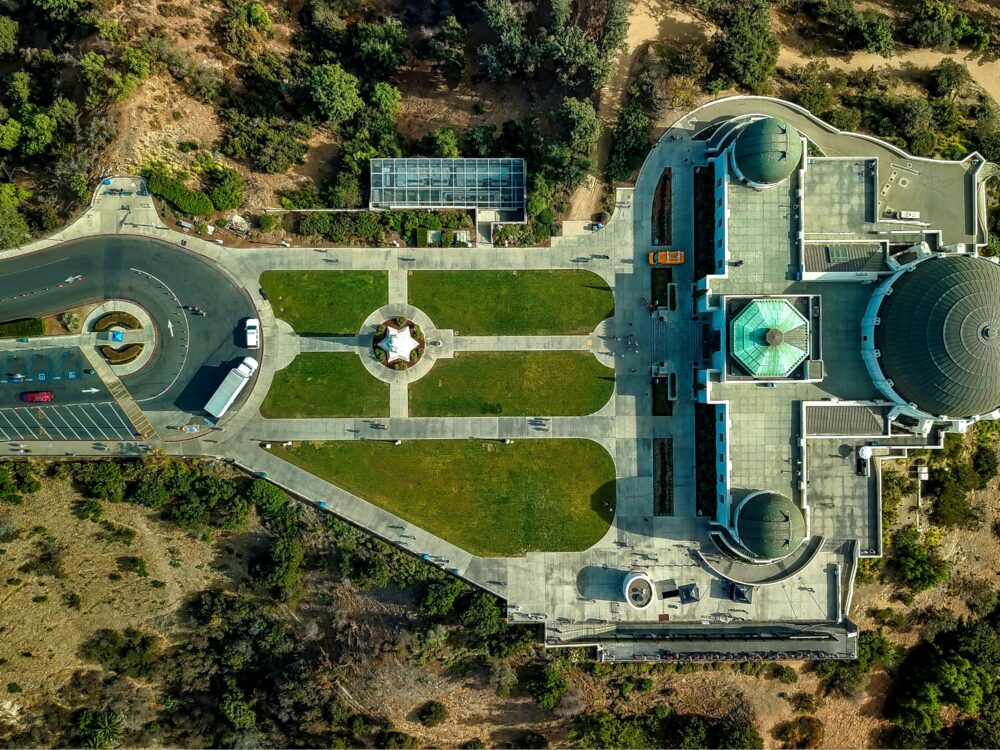 Bird's eye view of Griffith Observatory. Photo by Cameron Venti (https://unsplash.com/photos/uXfzS2A6mIw)
