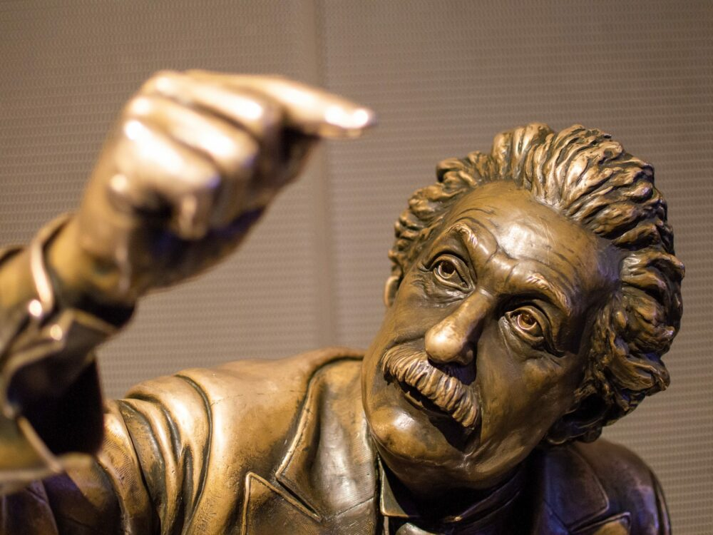 A statue of Einstein at the Griffith Observatory. Photo by Crisoforo Gaspar Hernandez (https://unsplash.com/photos/xbFD61FLofk).