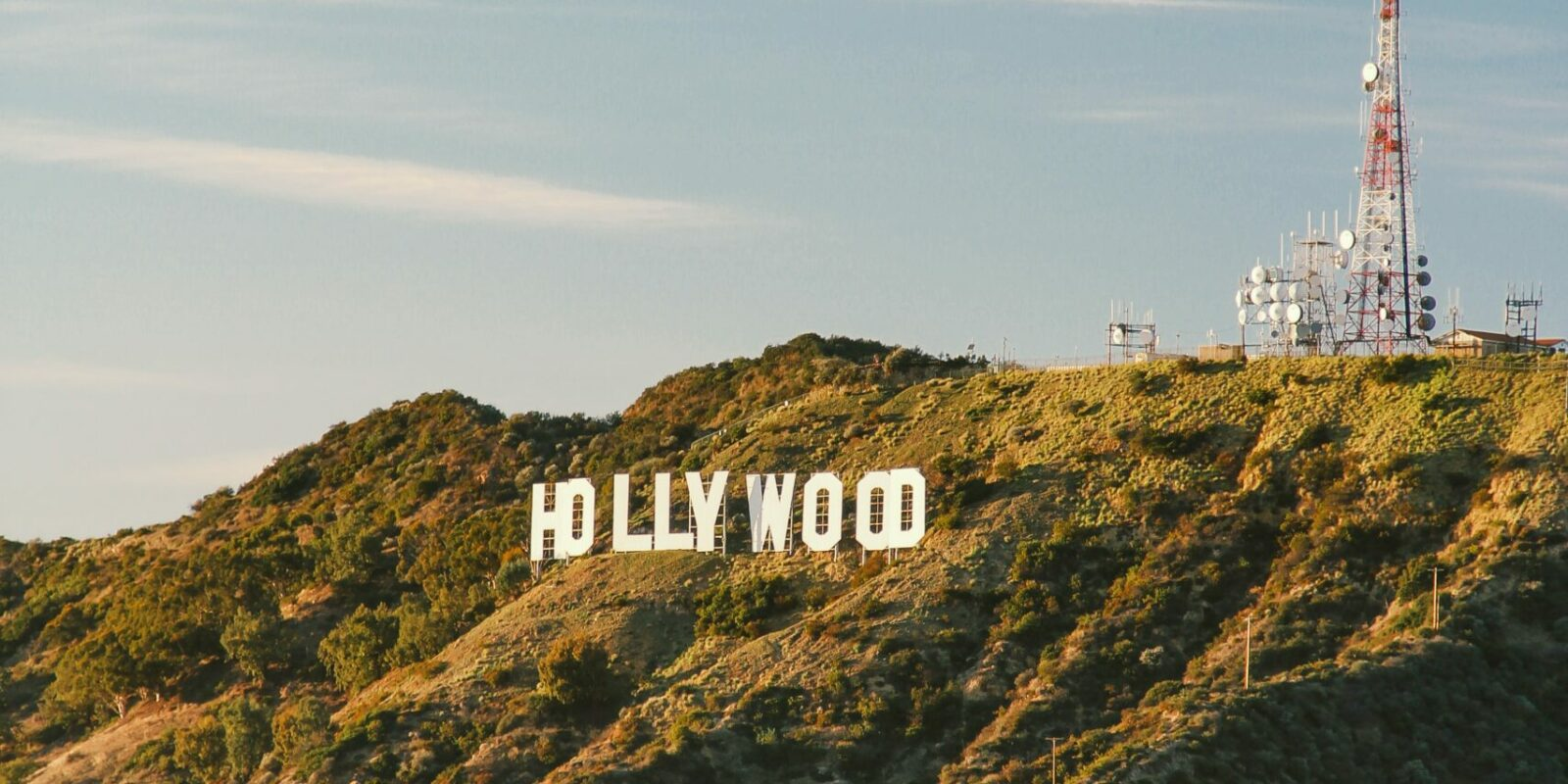 Hollywood Sign. Photo by Gabriel Santiago (https://unsplash.com/photos/VJ5i5ARz6jc)