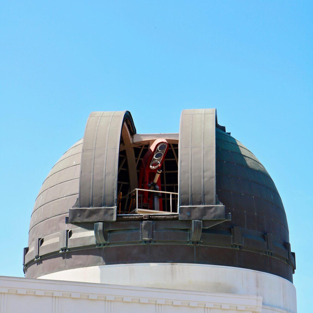 Observatory dome. Photo by James Lee (https://unsplash.com/photos/qrOZhUu5_u0)