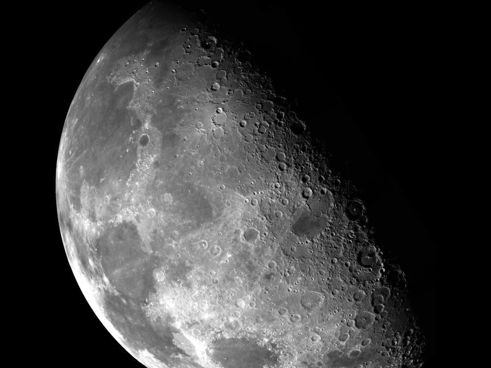 Moon. Photo by NASA (https://unsplash.com/photos/pd4lo70LdbI)