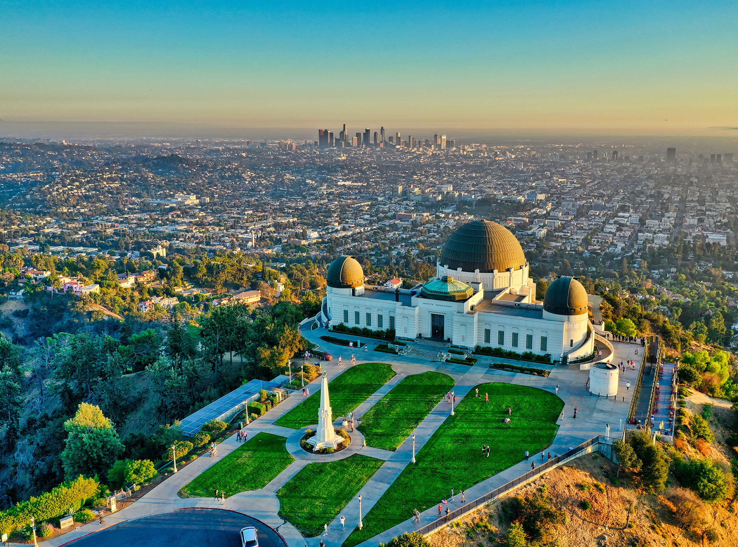 Griffith Observatory by day. Photo by Cameron Venti (https://unsplash.com/photos/c5GkEd-j5vI).